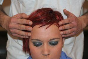 massaggio sulla testa